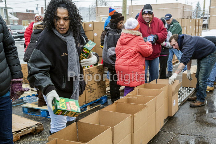 Detroit, Michigan USA Members of the Teamsters and AFL-CIO unions package holiday food boxes for distribution to the unemployed and underemployed. - Jim West - 2016-12-17
