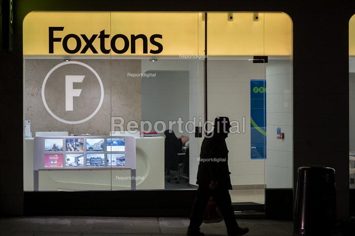 Foxtons estate agent office, Camden, London - Philip Wolmuth - 2017-01-13
