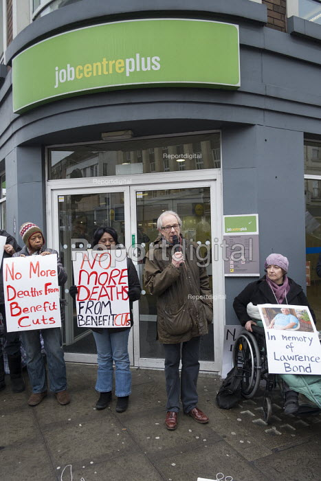 Ken Loach speaking Vigil for Lawrence Bond, who died after being found fit for work and losing his disability benefits, Kentish Town Jobcentre London. - Philip Wolmuth - 2017-01-25
