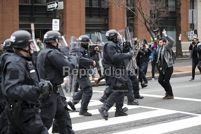 Washington DC, Police attacking media during anti Trump protests on Inauguration Day as Donald Trump takes office as President of USA - Jess Hurd - 2017-01-20
