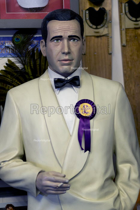 Humphrey Bogart looking worried with UKIP rosettte. Paul Nuttall UKIP By Election, Stoke on Trent Central, Staffordshire - John Harris - 2017-02-13