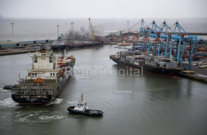 Peel Ports, Port of Liverpool. - Jess Hurd - 2016-09-28