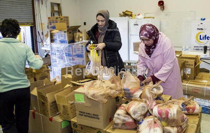 Flint, Michigan, USA. The Muslim Food Pantry distributing free food to anyone who needs it. - Jim West - 2017-02-18