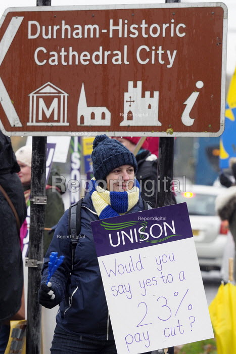 Teaching Assistants strike, picketing outside Durham County Hall. Series of two day strikes to defend their pay and conditions. Durham, County Durham - Mark Pinder - 2016-11-09