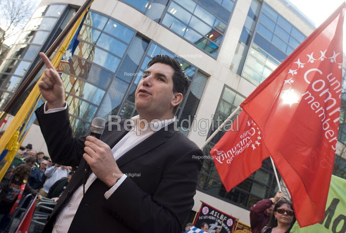Make Some Noise For Orgreave protest at Home Office calling for public inquiry into policing at Orgreave during the MIners Strike and release of all state documents relating to the dispute Labour MP for Leeds East Richard Burgon speaking to the protestors - Stefano Cagnoni - 2017-03-13