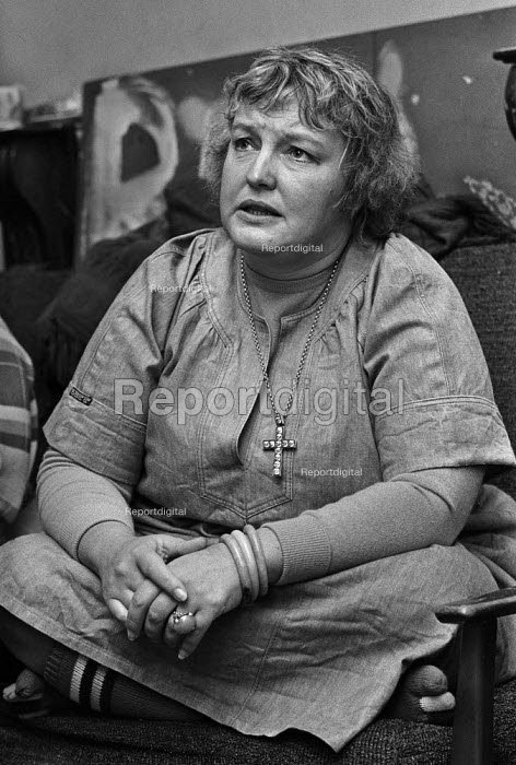 Erin Pizzey, family care activist and a novelist, founder of the first domestic violence shelter, Chiswick Womens Aid in 1971. Haven House was the first womens refuge removing victims of domestic abuse from their abusers, 1977 - Martin Mayer - 1977-10-07