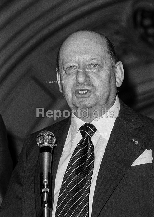 Impresario Lew Grade at a press conference, London - Peter Arkell - 1977-09-01