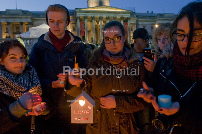 Candlelit London Vigil Trafalgar Square in solidarity with the victims of the Westminster terrorist attack - Stefano Cagnoni - 2017-03-23