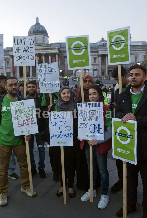 Muslims at the London Vigil Trafalgar Square in solidarity with the victims of the Westminster terrorist attack - Stefano Cagnoni - 2017-03-23