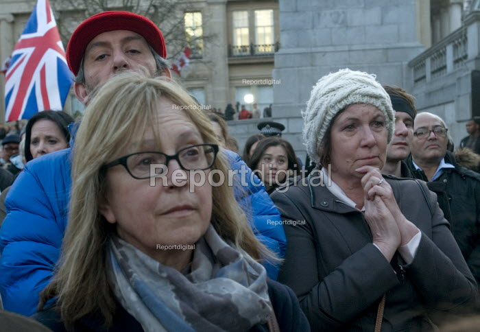 London Vigil Trafalgar Square in solidarity with the victims of the Westminster terrorist attack Londoners hold a minutes silence in memory of those who lost their lives - Stefano Cagnoni - 2017-03-23