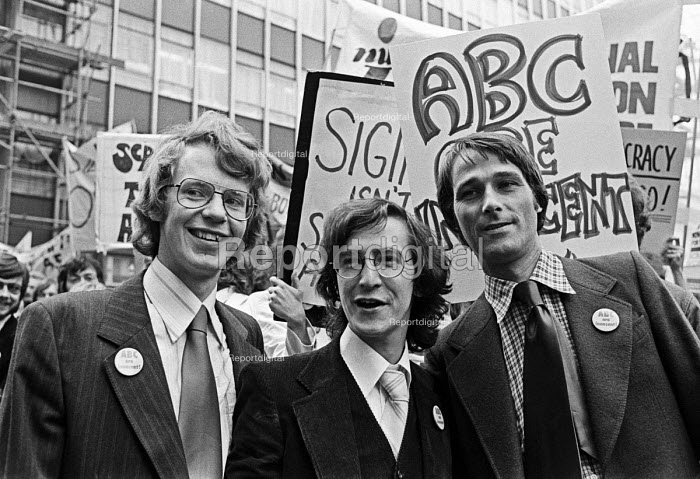 ABC trial at the Old Bailey 1978, Duncan Campbell, Crispin Aubrey and John Berry accused of breaching the Official Secrets Act, on the first day of their trial - NLA - 1978-09-05