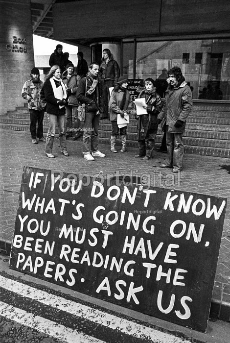Strike at the National Theatre, Southbank, London, 1979. If you dont know what is going on you must have been reading the papers. Backstage workers on an unofficial strike over pay and work shifts. They felt the press had misrepresented their dispute - Peter Arkell - 1979-03-26