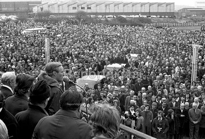 Tony Benn Industry Minister speaking to mass meeting of BAC Concorde workers Filton factory Bristol 1974 - Peter Arkell - 1974-03-21
