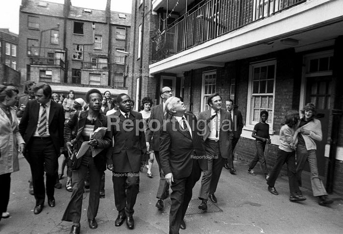 Harold Wilson visiting council housing estate, Notting Hill, London, 1972 to draw attention to poor housing. Journalist with a tape recorder - Peter Arkell - 1972-07-10