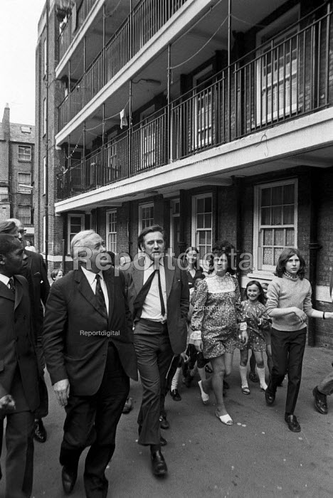 Harold Wilson visiting council housing estate in Notting Hill, London, to draw attention to poor housing - Peter Arkell - 1972-07-10
