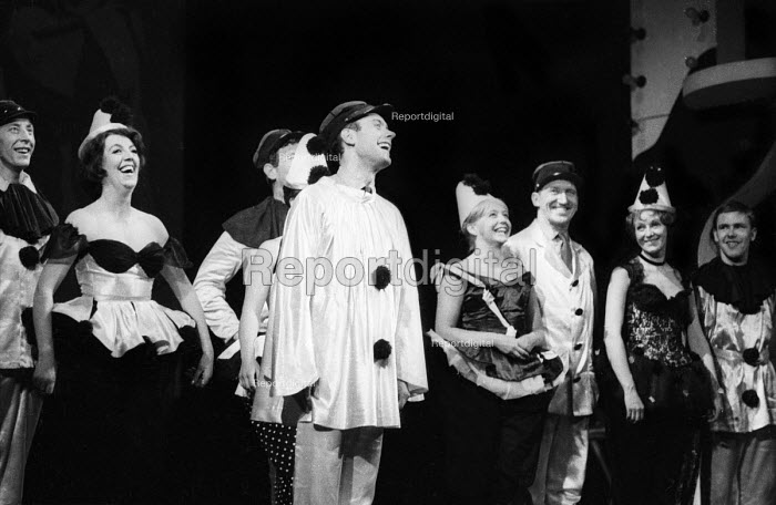 Cast taking curtain call, Theatre Workshop production of Oh What A Lovely War! directed by Joan Littlewood, Theatre Royal Stratford East 1963. L to R: Murray Melvin, Fanny Carby, John Gower partly hidden, Victor Spinetti, Judy Cornwell, George Sewell, Myvanwy Jenn, Larry Dann - Romano Cagnoni - 1963-03-19