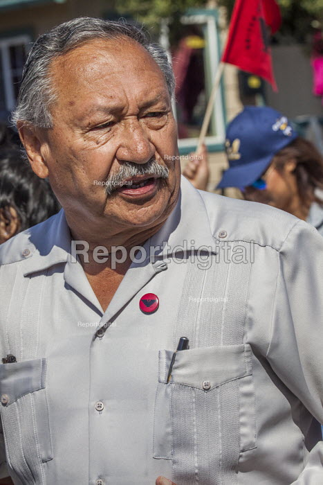 Salinas, Californi, USA Arturo Rodriguez UFW President. Migrant farm workers celebrate Cesar Chavez Day with a Resist Trump march. Protest against anti immmigrant actions and statements by President Donald Trump. Organized by the UFW union - David Bacon - 2017-04-02
