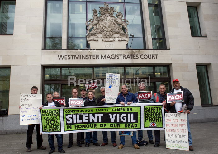 Silent Vigil outside Westminster Magistrates Court in solidarity with family of Rene Tka'cik killed by falling concrete while working on the Crossrail project following an alleged breach of health and safety regulations. Three companies in total working for Crossrail face prosecution for this and further breaches of safety regulations resulting in injuries to two other workers - Stefano Cagnoni - 2017-04-12