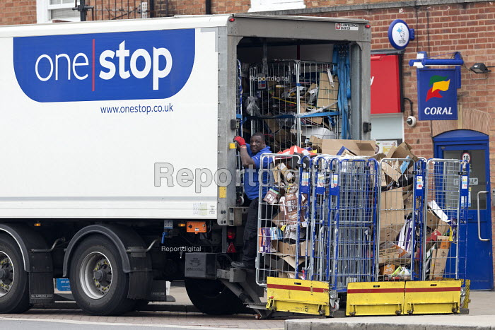 Driver collecting and loading rubbish in roll containers, One Stop convenience store, Stratford-upon-Avon, Warwickshire - John Harris - 2017-04-07