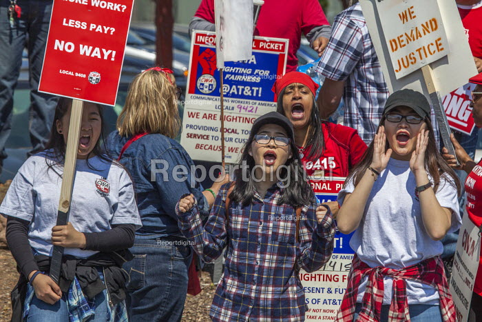 San Jose, California, workers outside AT&T protest at the unwillingness of the company to agree to a new union contract - David Bacon - 2017-04-09