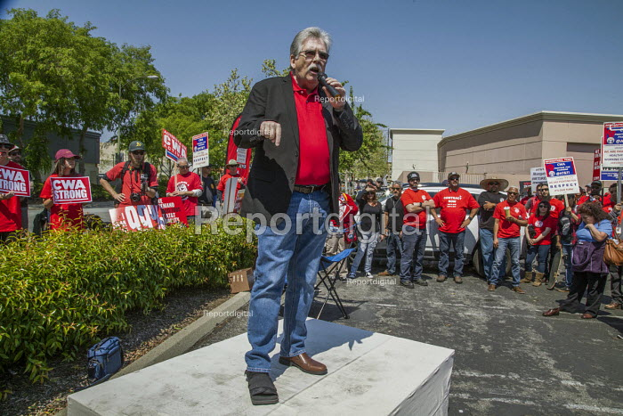 San Jose, California, workers outside AT&T protest at the unwillingness of the company to agree to a new union contract. Chris Shelton, Pres CWA speaking - David Bacon - 2017-04-09