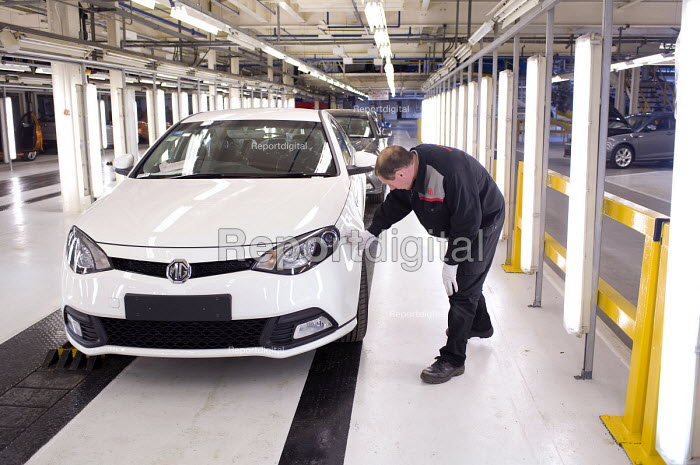 Worker inspecting the finish and paintwork of an MG6, thefirst new MG model for 16 years, MGMotor UK Ltd, Longbridge - Timm Sonnenschein - 2011-04-13