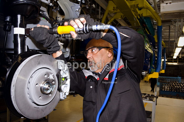 Worker on the production line of the MG6, thefirst new MG model for 16 years, MGMotor UK Ltd, Longbridge - Timm Sonnenschein - 2011-04-13