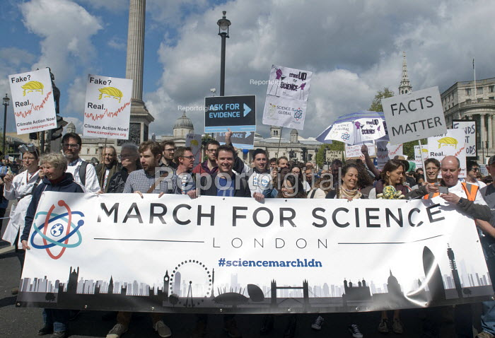 March For Science, London. International protest on Earth Day against global political questioning of facts and for protection of the environment - Stefano Cagnoni - 2017-04-22
