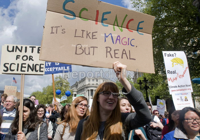 March For Science, London. International protest on Earth Day against global political questioning of facts and for protection of the environment. Science- It's like Magic But Real - Stefano Cagnoni - 2017-04-22