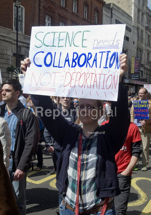 March For Science, London. International protest on Earth Day against global political questioning of facts and for protection the environment - Stefano Cagnoni - 2017-04-22