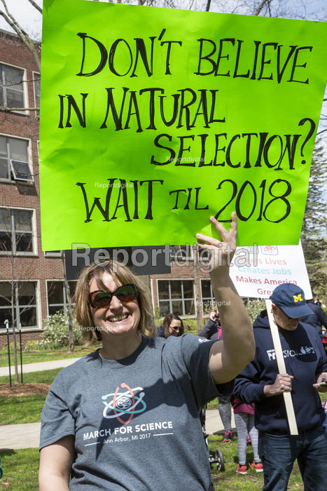 Ann Arbor, USA March For Science, Michigan. International protest on Earth Day against global political questioning of facts and for protection of the environment - Jim West - 2017-04-22