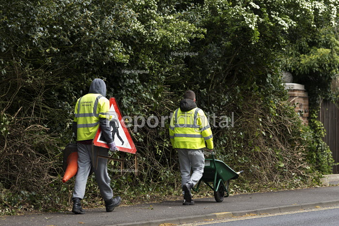 Community Payback, youth being punished by doing unpaid work cutting back roadside hedges and trees, Warwickshire - John Harris - 2017-04-26