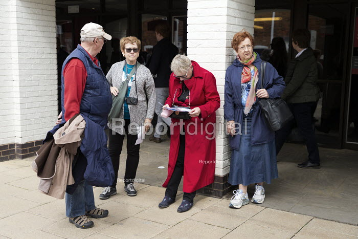 Elderly tourists, Stratford upon Avon, Warwickshire - John Harris - 2017-04-30