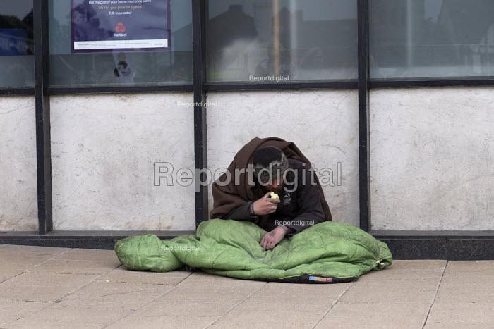 Homeless on the street, Stratford upon Avon, Warwickshire - John Harris - 2017-04-30