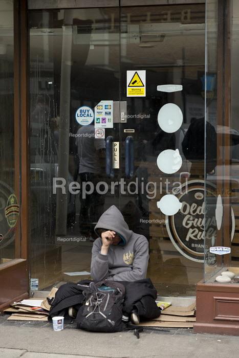 Homeless on th street, closed shop doorway, Stratford upon Avon, Warwickshire - John Harris - 2017-04-30