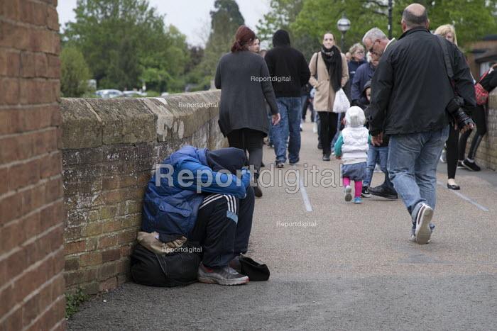 Homeless youth on the street, Stratford upon Avon, Warwickshire - John Harris - 2017-04-30