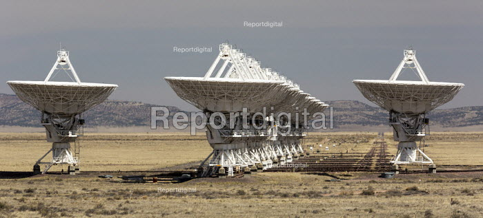 Datil, New Mexico, USA Very Large Array radio telescope astronomical radio observatory. The 27 large dish antennas on the Plains of San Agustin are part of the National Radio Astronomy Observatory, searching for life on other planets - Jim West - 2017-04-11