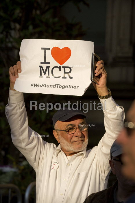 A vigil in Albert Square, Manchester, the day after the Manchester Arena terrorist bomb - man holding placardI (heart) MCR, We Stand Together - Paul Herrmann - 2017-05-23