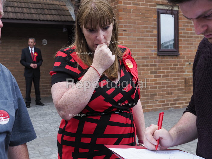 Angela Rayner MP campaigning in support of the Labour candidate Mike Hill, Hartlepool - Mark Pinder - 2017-05-28