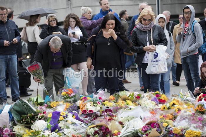Flowers left at London Bridge site of the terrorist attack, London. - Jess Hurd - 2017-06-05
