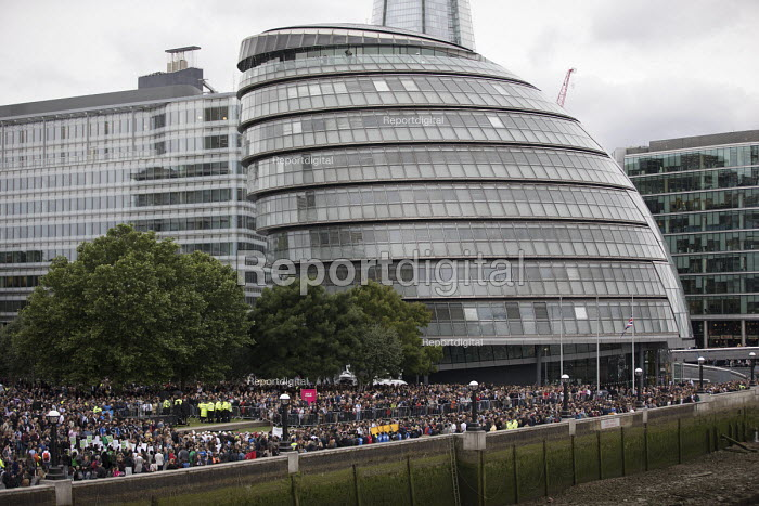 Vigil to honour victims of the London Bridge terrorist attack, City Hall, Potters Fields Park, London. - Jess Hurd - 2017-06-05