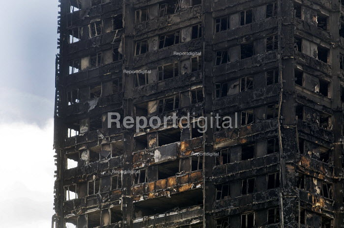 Grenfell Tower Fire. Charred remains of the burned out flats at Grenfell Tower after the fire that engulfed the tower block resulting in the loss of many lives, London - Stefano Cagnoni - 2017-06-16