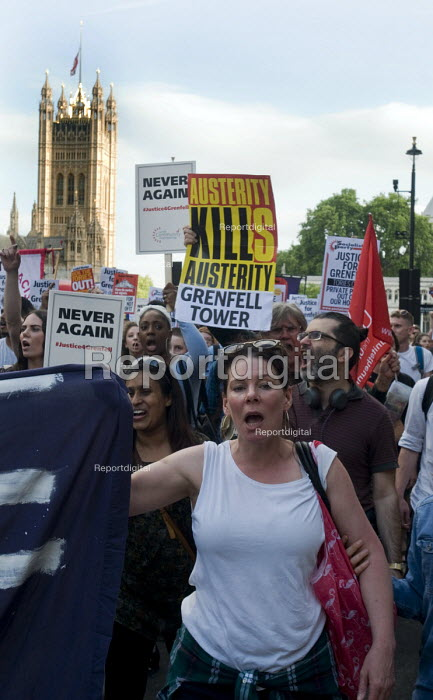 Grenfell Tower Fire. Justice For Grenfell march to Downing Street in protest at the injustice of lives lost in the tragedy, London - Stefano Cagnoni - 2017-06-16