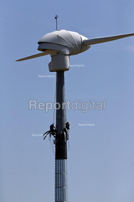 Contractors cladding a wind Turbine, Turo, Cornwall - John Harris - 2017-06-20