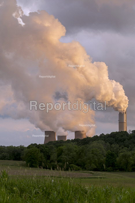 Shelocta, Pennsylvania, USA Coal fired Keystone Power Station. It can generate 1,711 MW of electricity - Jim West - 2017-06-05
