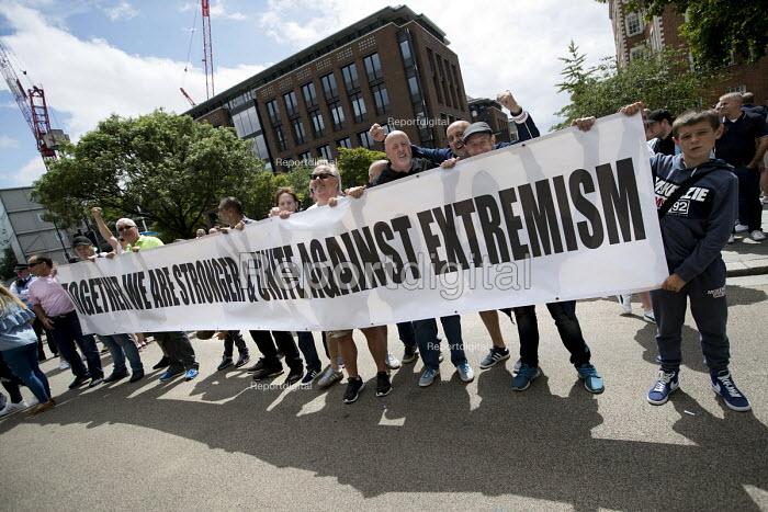 Unite Against Extremism, Football Lads Alliance march to lay club wreaths at London Bridge, the site of a terror attack. - Jess Hurd - 2017-06-24
