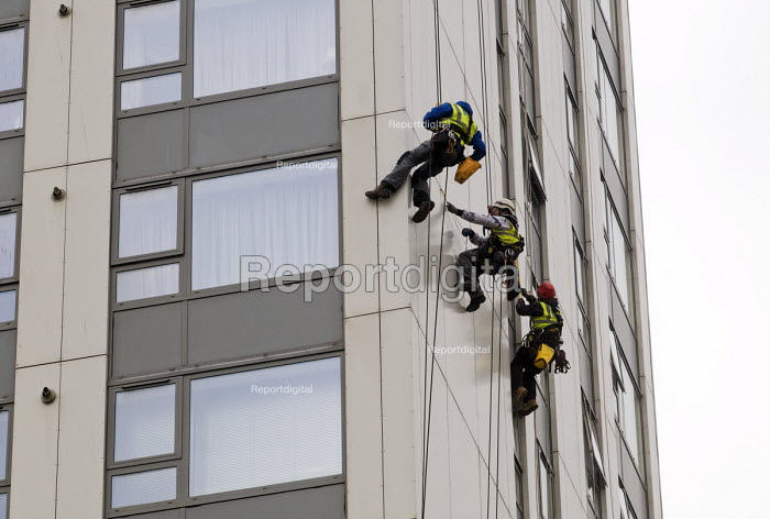 Contractors inspecting external panels on Bray Tower one of the five towers in Chalcot Estate, Camden, London, all of which have been refurbished using exterior cladding which now has to be urgently replaced as it is proven unsafe following the Grenfell Tower Fire - Stefano Cagnoni - 2017-06-27