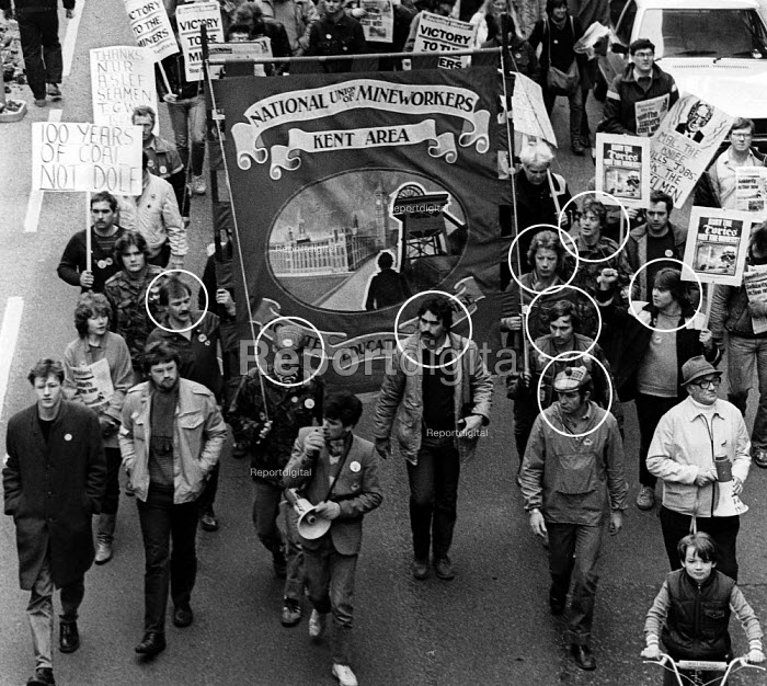 Kent miners march through London on their way to Nottingham to call on miners there to join in a national strike against pit closures. Months after this photograph was taken, 8 of the men at the front of this march had been imprisoned for alleged offences connected with the mining dispute. The names of the 8 men are John OConnor, Jimmy Waddell, Chris Tacey, Brian Day, Terry French, Emlyn Davis, Gary Newell, Mark Best - Stefano Cagnoni - 1984-04-07