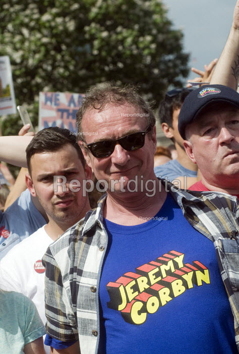 Supporters of Jeremy Corbyn, Not One Day More protest demanding the Tory Government go and an end to austerity policies - Stefano Cagnoni - 2017-07-01