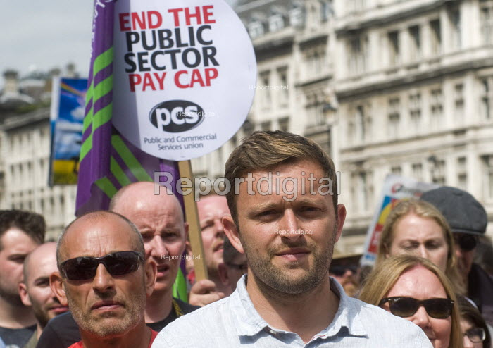 PCS placard for an end to the cap on public sector pay, Not One Day More protest demanding the Tory Government go and an end to austerity policies - Stefano Cagnoni - 2017-07-01